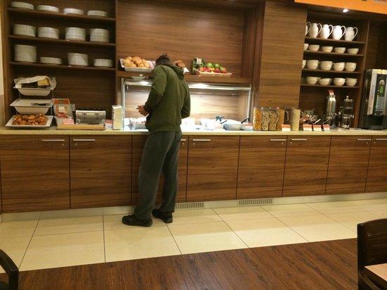Holiday Inn Express Frankfurt City Hauptbahnhof: breakfast area