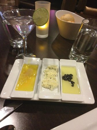 The Garden Grille & Lounge: Oil for bread