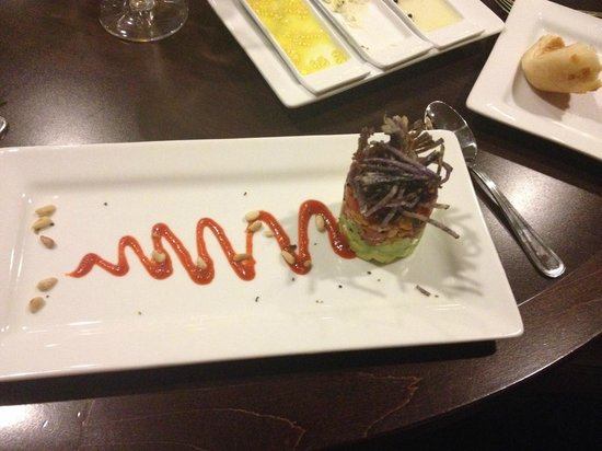 The Garden Grille & Lounge: Tuna appetizer