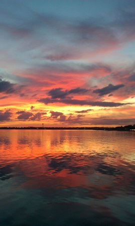 Don Jose Mexican Restaurant: Sunset overlooking Lake Jackson from Don Jose