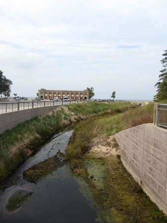 Indiana Dunes State Park: view of the pavilion from the creek walk