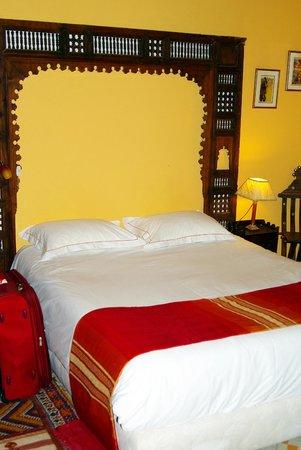 Ryad Salama Fes: Кровать. Очень удобная