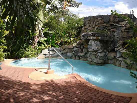 Kariwak Village Holistic Haven and Hotel: Spa Pool with Fountain