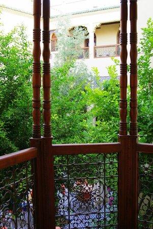 Ryad Salama Fes : Вид с балкона во двор риада.
