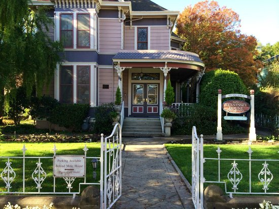 Hennessey House Bed and Breakfast : Charming exterior
