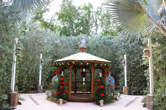 San Pablo Catholic Church: Gazebo in the prayer garden