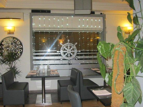 Le Mediterraneen: restaurant côté gris