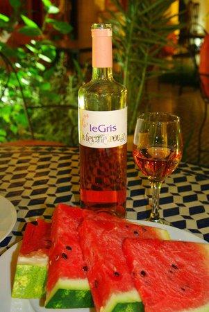 """Ryad Salama Fes : """"Серое"""" марокканское вино и наш любимый арбуз"""