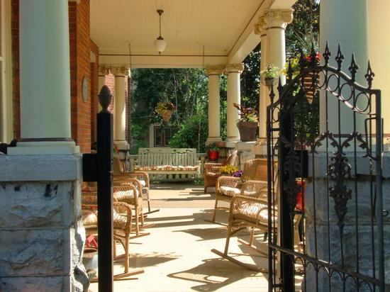 Secret Garden Bed & Breakfast Inn: Relax in the sun...