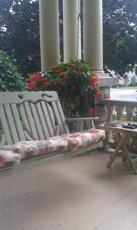Secret Garden Bed & Breakfast Inn: Porch swing