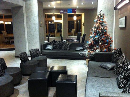 Floris Ustel Midi: Холл, зона отдыха