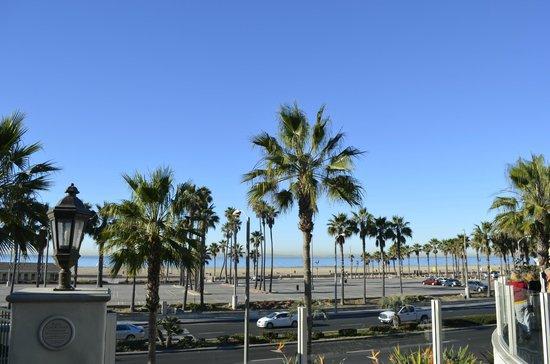 Hyatt Regency Huntington Beach Resort & Spa: Morning Beach view