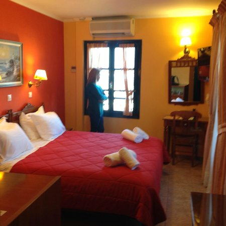 Pension Marianna : Το δωμάτιο που μας φιλοξένησε η γυναίκα μου θαυμάζει την θέα