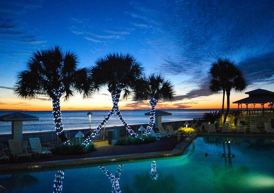 Palmetto Inn & Suites: Pool at sunset