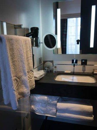 Grand Hotel La Cloche Dijon - MGallery Collection : bathroom