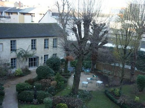 Grand Hotel La Cloche Dijon - MGallery Collection: Garden view from window
