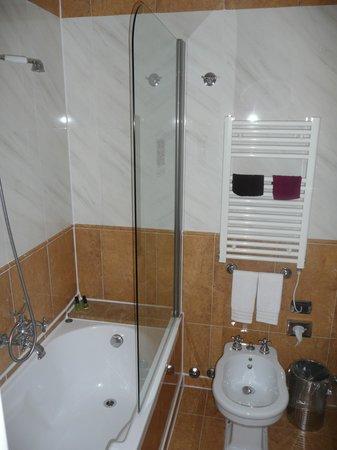 Duodo Palace Hotel : La salle de bain