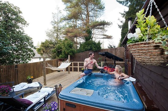 Aphrodites Boutique Hotel: Love Nest Cabin Decking And Hot Tub Area