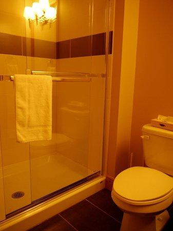 Les Suites de la Gare by Location ADP Tremblant: salle de bain 1er