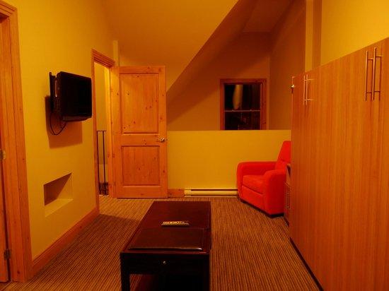 Les Suites de la Gare : Chambre & salon au 1er