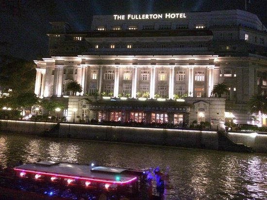 The Fullerton Hotel Singapore : Fullerton Hotel by night