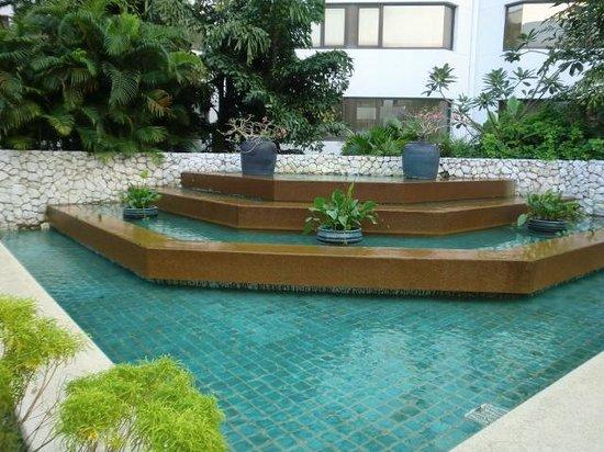 Amari Don Muang Airport Bangkok: courtyard