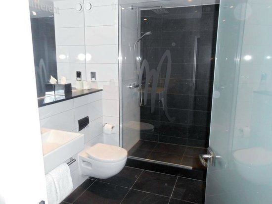 Malmaison London: Bathroom with great cleaning products