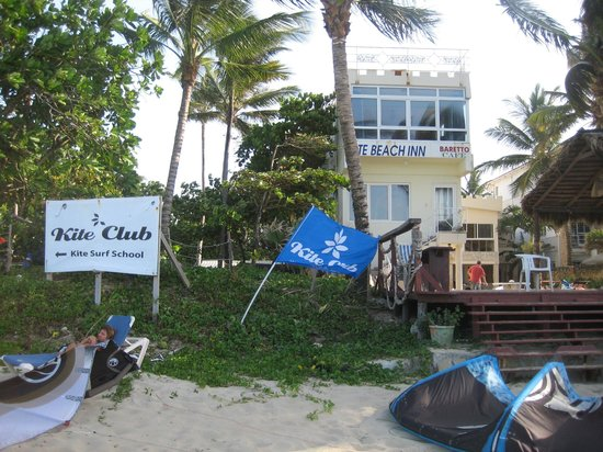 Kite Beach Inn: The hotel from the beach