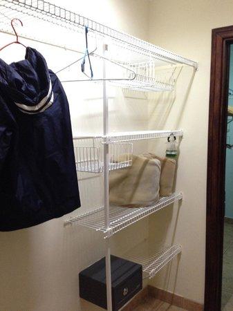 Casas del Toro Apartments: Closet