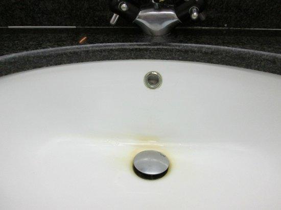 Atlantic Hotel Arona: yellow mark on sink