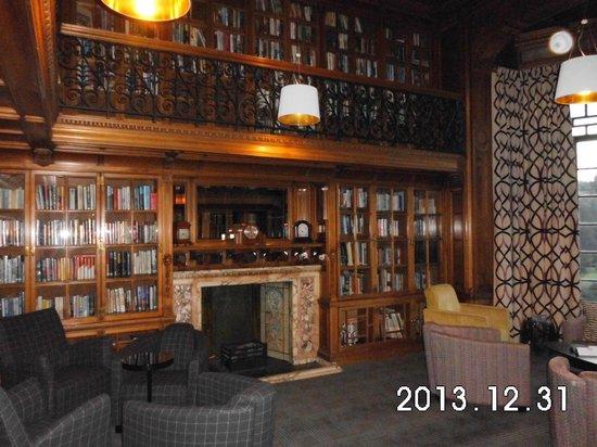 B+B Edinburgh : the library in the hotel