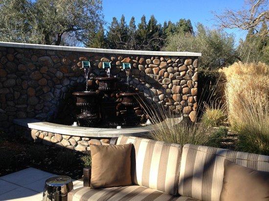 Hotel Yountville: Garden fountains