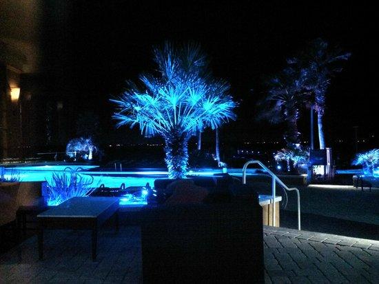Portofino Island Resort Spa: Poolside at night