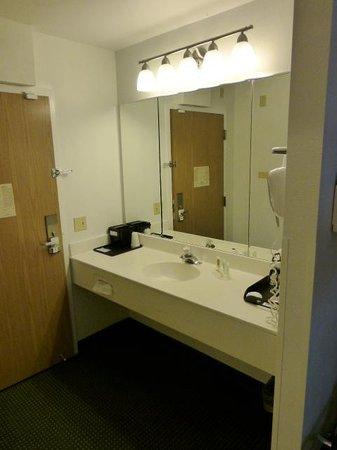 Quality Inn: Separate sink