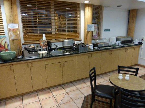 Quality Inn: Breakfast area