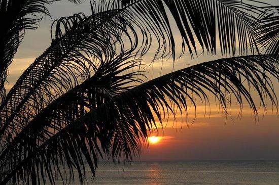 Andaman White Beach Resort : sunset at paradise