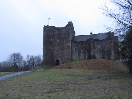The Hairy Coo - Free Scottish Highlands Tour : Doune Castle (the scene for Winterfell in A Song of Ice and Fire)