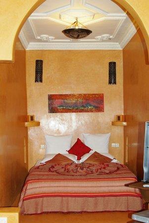 Riad Les Nuits de Marrakech : Кровать