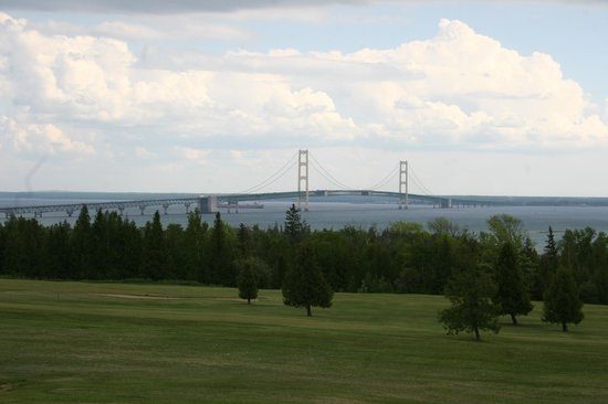 Super 8 St. Ignace: bridge view