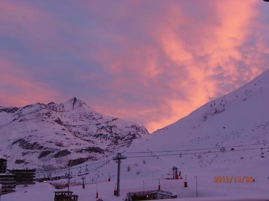 Hôtel Le Paquis : sunrise from room, after the snowstorm.
