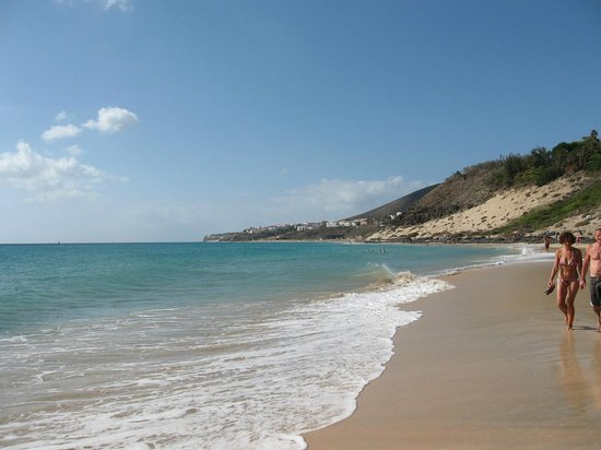 Club Jandia Princess Hotel: walking along beach