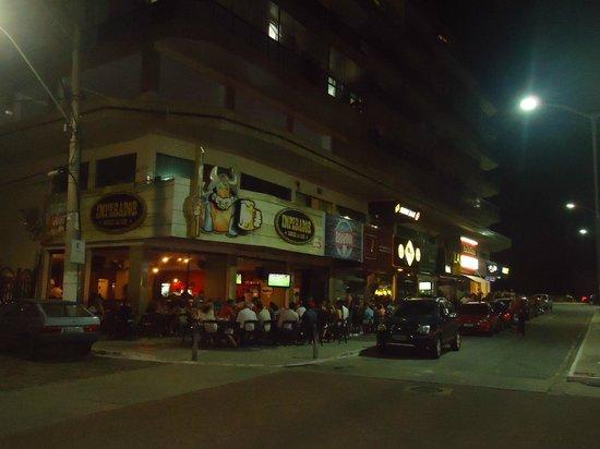 Hotel Marlen: Cuadra de Bares (a una cuadra del Hotel)