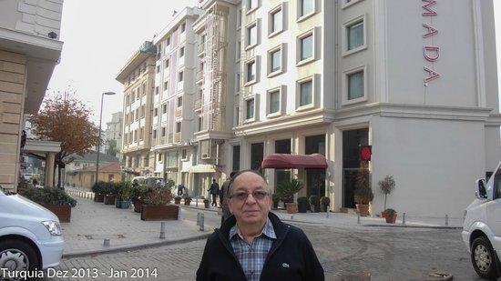 Ramada Istanbul Grand Bazaar: Fachada do hotel
