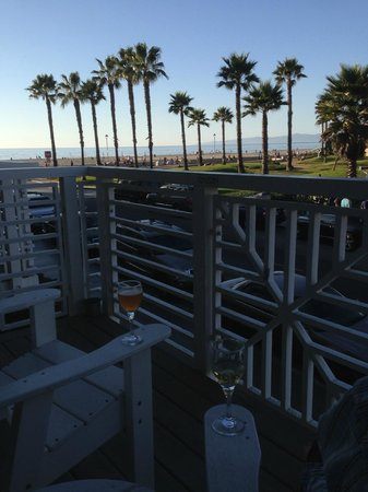 Beach House Hotel Hermosa Beach : North-side 2nd floor ocean view room balcony - when the next door smokers are not around