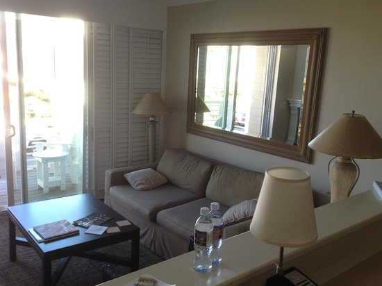 Beach House Hotel Hermosa Beach : North-side 2nd floor ocean view room, sitting area
