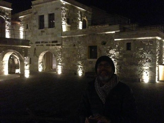 Doors Of Cappadocia Hotel: Courtyard at night