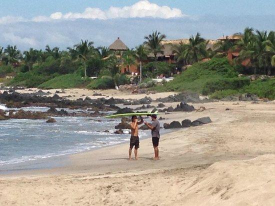 Los Raqueros: Local surfers