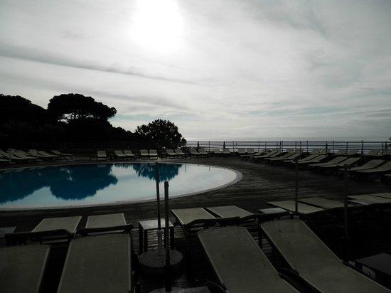 Grande Real Santa Eulália Resort & Hotel Spa: Piscina y vistas desde la misma