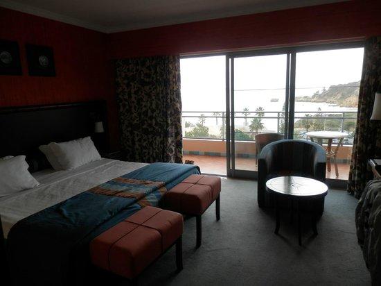 Grande Real Santa Eulália Resort & Hotel Spa: habitación, terraza y vistas