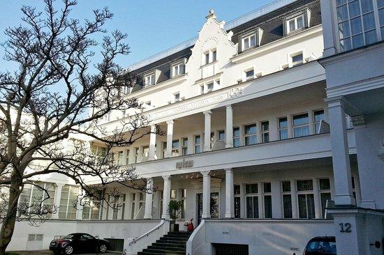 Villa Viktoria: Front of Hotel